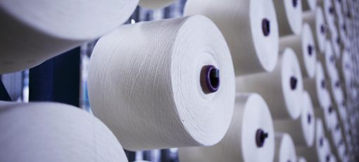 Several white cotton yarns